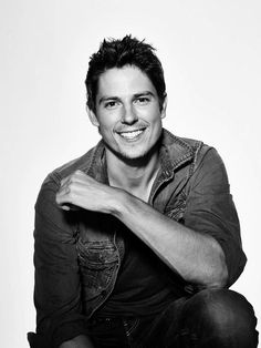 Sean Faris. What a gorgeous picture of him.