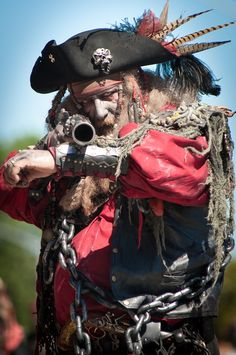 The ghost pirate's full outfit. Wow, this guy is scary! Homemade Pirate Costumes, Golden Age Of Piracy, Pirate Garb, Pirate Cosplay, Famous Pirates, Pirates Cove, Steampunk Pirate, Pirate Halloween, Pirate Treasure