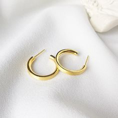 1.9 x 0.5 cm Sale--1970 /'s silver-plated rhinestones Huggies clip earrings chic
