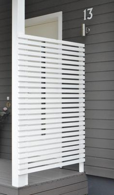 Modern Wood Slatted Outdoor Privacy Screen: Details On How To Build « Garden Decor, Privacy Screen Outdoor, House With Porch, Deck Design, Home Decor