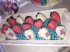 Katermykupcake --Mini Desserts See more via social media: Instagram: @katermykupcake Facebook: @katermykupcake dessertstylist