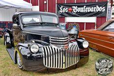 los Boulevardos, El Vinos, ShowLows, Barons, and Diablos were at the Ventura National Car Show 2016 Chevy Pickup Trucks, Classic Chevy Trucks, Chevy Pickups, Gmc Trucks, Cool Trucks, 1946 Chevy Truck, National Car, Biomechanical Tattoo, Front Grill