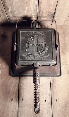Antique 1908 Griswold Cast Iron High Base Waffle Iron