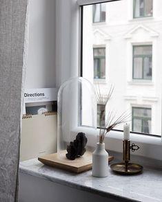 A beautifully simple, minimalist home interior, scandinavian style, nordic design aesthetic grey white nordic home inter… Swedish Interior Design, Interior Design Minimalist, Swedish Interiors, Nordic Design, Minimalist Decor, Minimalist Style, Norwegian House, Swedish House, Window Sill Decor