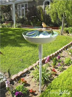 44 Bird Bath Design Ideas For Your Backyard Inspiration Bird Bath Fountain, Bird Bath Garden, Diy Bird Bath, Homemade Bird Baths, Garden Web, Bath Design, Outdoor Projects, Yard Art, Agriculture
