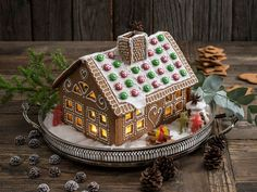 Bilderesultat for pepperkakehus mal kirke Paint Cookies, Rocky Road, Edible Art, Holidays And Events, Christmas Decorations, Xmas, Baking, Party, Desserts