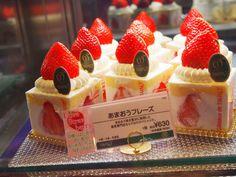"t-okimeki: ""Japanese strawberry cakes by (Kyoko Nemoto)"" Japanese Pastries, Japanese Cake, Japanese Sweets, Japanese Food, Yummy Treats, Delicious Desserts, Sweet Treats, Dessert Recipes, Yummy Food"