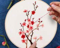 Flower Embroidery Kit with Hoop, DIY Embroidery, for beginners, 6 designs available - Stickerei Ideen Hand Embroidery Patterns Flowers, Hand Embroidery Projects, Hand Embroidery Videos, Embroidery Stitches Tutorial, Embroidery Flowers Pattern, Embroidery Hoop Art, Hand Embroidery Designs, Chinese Embroidery, Modern Embroidery