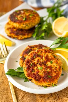 Crispy Fried Tuna Patties -- this easy tuna patties recipe is a super quick, easy, and healthy dinner idea! Adding a touch of mayo keeps these tuna cakes tender on the inside, yet crunchy delicious on the outside. Corn Patties, Tuna Patties, Patties Recipe, Tuna Recipes, Cooking Recipes, Healthy Recipes, Meatloaf Recipes, Salmon Recipes, Healthy Tuna