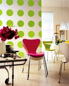 dotted wall in florescent green. Striking decor, isn't it ?