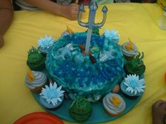 """Percy Jackson series and Gods of Olympus style cake. the base """"The wrath of Poseidon"""", and finishing the look with cupcakes topped with lotus flowers, lightning bolts, and scary Medusa heads! Percy Jackson Cake, Percy Jackson Birthday, Percy Jackson Books, Birthday Desserts, Birthday Parties, Birthday Cakes, Birthday Ideas, Birthday Stuff, Gorgeous Cakes"""