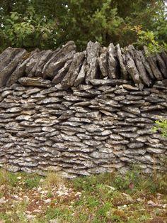 Mur en pierre sèche, causse du Quercy.