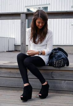 Want a cozy knit sweater like this Fall Winter Outfits, Autumn Winter Fashion, Winter Style, White Flowy Shirt, Look Fashion, Fashion Outfits, Fashion Fall, Fashion Design, Estilo Glamour