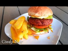 Cooking the BEYOND BURGER perfectly at home | Meatless burger - YouTube Meatless Burgers, Going Vegan, Plant Based, Fries, Vegan Recipes, Make It Yourself, Meals, Cooking, Simple