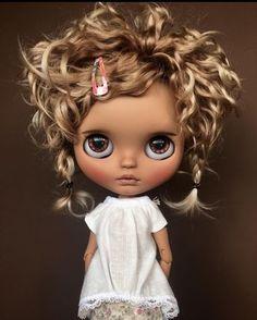 Wow she so pretty 💕💕 Blythe Dolls For Sale, Ooak Dolls, Art Dolls, Pretty Dolls, Beautiful Dolls, Kawaii Doll, Little Doll, Barbie, Custom Dolls