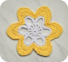 Grietjekarwietje: Haakpatroon bloemen onderzetters