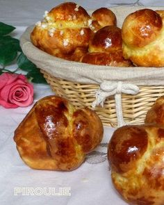 How to make brioche, yum! Bread And Pastries, French Pastries, Chefs, Croissants, Cooking Chef, Cooking Recipes, Blog Patisserie, Brioche Bread, French Desserts