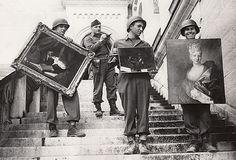 Monuments, Fine Arts, and Archives (MFAA) division recovering looted paintings from Neuschwanstein Castle in Germany during World War II (via National Archives) World History, World War Ii, Art History, Jewish History, History Pics, History Education, Jewish Art, Monument Men, Tres Belle Photo