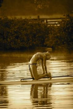 Yoga on a paddle board! I wanna do this! Yoga Inspiration, Fitness Inspiration, Sup Girl, Paddle Board Yoga, Sup Stand Up Paddle, Sup Yoga, Outdoor Workouts, Yoga Lifestyle, Yoga Meditation