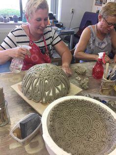 Hand Built Pottery, Slab Pottery, Ceramic Pottery, Pottery Art, Thrown Pottery, Pottery Studio, Pottery Ideas, Ceramic Tile Art, Ceramic Clay