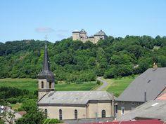 Juli_e_cycle au petit village de Manderen et vue sur le beau château de Malbrouck, France ! #velo #bicyclette #veloelectrique #ebike #vae #tourdefrance #cyclingtour #cyclotourisme #RestartCycleTourism #moselle #manderen #malbrouck #chateaumalbrouck #fahrrad #voieverte #cyclingtour #juli_e_cycle #velafrica – à Château de Malbrouck.