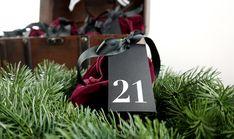 personalisiertes Adventkalender Set aus Samt, charmant verpackt in der Schatzkiste Gym Bag, Shopping, Fashion, Velvet, Packaging, Gifts, Moda, Fashion Styles, Fashion Illustrations