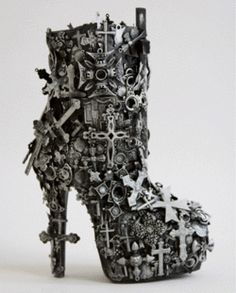 Boots: steampunk style or vamp repellent? Funky Shoes, Crazy Shoes, Cute Shoes, Me Too Shoes, Weird Shoes, Fashion Mode, Fashion Shoes, Shoe Boots, Shoes Heels