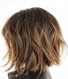 For getting a fresh new look, here are the hottest bob hair inspirations. Latest most popular bob hairstyles for you to try. Bob hairstyles really look amazing with especially ombre color effects, and the look below is no exception to that. Messy Bob Hairstyles, Hairstyles Haircuts, Pretty Hairstyles, Textured Bob Hairstyles, Medium Hair Styles, Short Hair Styles, Braid Styles, Corte Y Color, Great Hair