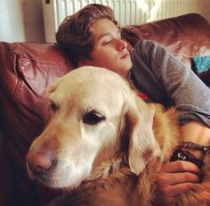 Brad and Jesse. The dog stole my guy. Only kidding.love u jesse Bradley Will Simpson, Brad Simpson, Meet The Vamps, Brad The Vamps, Bae, Treading Water, British Boys, 1d And 5sos, My Guy