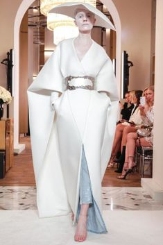 Balmain Spring 2019 Couture – Courtesy of Balmain – The Luxe - Balmain Spring 2019 Couture Runway Fashion Collection - Fashion Week Paris, Trend Fashion, New York Fashion, Runway Fashion, Fashion Models, Fashion Show, Fashion Looks, Fashion Design, Fashion Goth