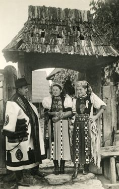 Kalotaszeg Erdély Budapest, Folk Costume, Costumes, Princess And The Pea, Hungarian Embroidery, Folk Dance, My Heritage, Vintage Photographs, Traditional Outfits