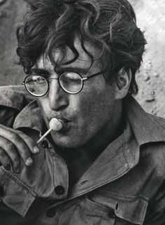 Where to find wire-rimmed glasses from the John Lennon Collection, graphic T-shirts and other Beatles and Lennon looks at discount prices George Harrison, Ringo Starr, Paul Mccartney, The Beatles, Mundo Musical, Vintage Cartoons, Foto Poster, The Fab Four, Famous Faces