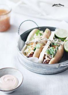 ... bánh mì chay vegan hotdog with đ ồ chua, cucumber, sriracha mayo, cilantro & lime juice ...