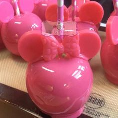 Mini Candy Apples, Candy Apple Bars, Halloween Candy Apples, Gourmet Caramel Apples, Candy Melts, Minnie Y Mickey Mouse, Chocolate Covered Apples, Cinnamon Candy, Apple Roses