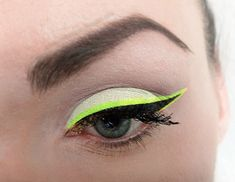 hair & make-up Bad photoshop job, but it's a nifty idea. Neon and black dual eyeliner. Makeup Inspo, Makeup Art, Makeup Inspiration, Makeup Tips, Beauty Makeup, Hair Beauty, Color Eyeliner, Eyeliner Flick, Colorful Makeup
