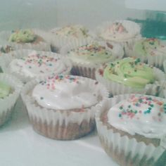 Cupcakes de chocolate con merengue s.