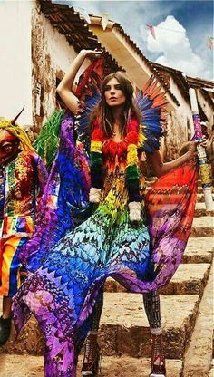 """Trail Blazers"": Daria Werbowy and Lily Donaldson in Cuzco, Peru by Mario Testino for Vogue UK Daria Werbowy, Lily Donaldson, Mario Testino, Vogue Uk, Vogue Paris, Hippie Style, Boho Style, Tribal Style, Rainbow Colored Dresses"