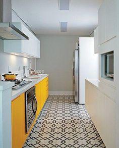 piso hidráulico é lindo demais! Gosto muito do efeito geometrizado, e o gosto na cozinha e área será pequeno pelo espaço tb pequeno.