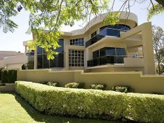 mansions & luxury homes