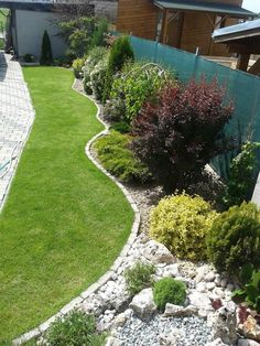 Best Small Yard Landscaping & Flower Garden Design Ideas - New ideas Flower Garden Design, Backyard Garden Design, Front Garden Landscape, Landscape Design, Small Yard Landscaping, Cottage Garden Plants, Garden Planning, Beautiful Gardens, Outdoor Gardens