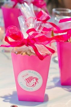 23 Wedding Box Favor Ideas: Hot pink, scalloped popcorn containers as wedding favor boxes {Jennifer Weems Photography}