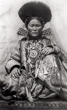 Buryat woman. Aginsk, Siberia | Unfortunately date and photographer details not provided at the source.