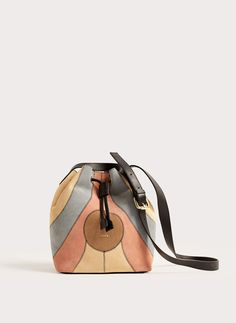 Uterqüe Spain - Canary Islands Product Page - Bags - View all - Leather bucket bag with patch - 150
