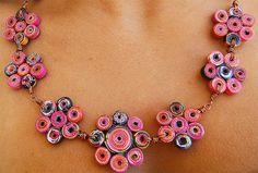 Collar de Papel Reciclado en Forma de Flores con Alambre de