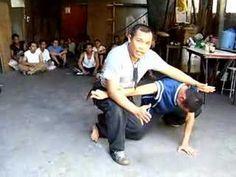 Filipino Combat Knife Fighting - kind of crazy. Self Defense Martial Arts, Martial Arts Weapons, Martial Arts Styles, Martial Arts Training, Mixed Martial Arts, Fight Techniques, Martial Arts Techniques, Hapkido, Taekwondo