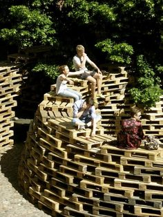 Be Paletto » Recyclart ~ would be great around my tress for a sitting space!