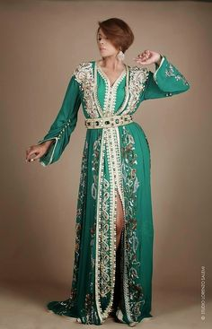 Caftan 2014 - 2015 Best Of - Caftan Marocain Vente | Caftan Marocain Boutique African Traditional Dresses, Traditional Outfits, Caftan Dress, Lace Dress, Hijab Fashion, Fashion Dresses, Fashion Top, Emo Fashion, Fashion Trends