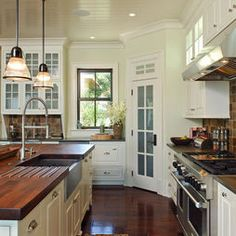 Kitchen With Corner Pantry Design, Pictures, Remodel, Decor and Ideas - page 2