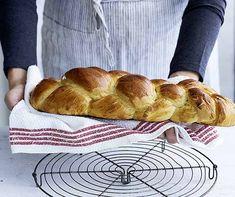 Knusprig und fein gebacken: so muss ein Zopf bei Ihrem Brunch doch sein. Baking Recipes, Healthy Recipes, Food Porn, Egg Toast, Mets, Diy Food, Bread Baking, Breakfast Recipes, Food And Drink