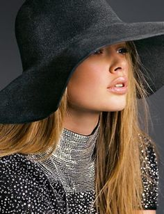 Doutzen Kroes - my favorite top model Doutzen Kroes, Beauty And Fashion, Womens Fashion, Modelos Fashion, Love Hat, Hats For Women, Beautiful People, Beautiful Models, Ideias Fashion